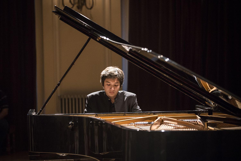 Cuba realiza certamen de jóvenes pianistas de diferentes países