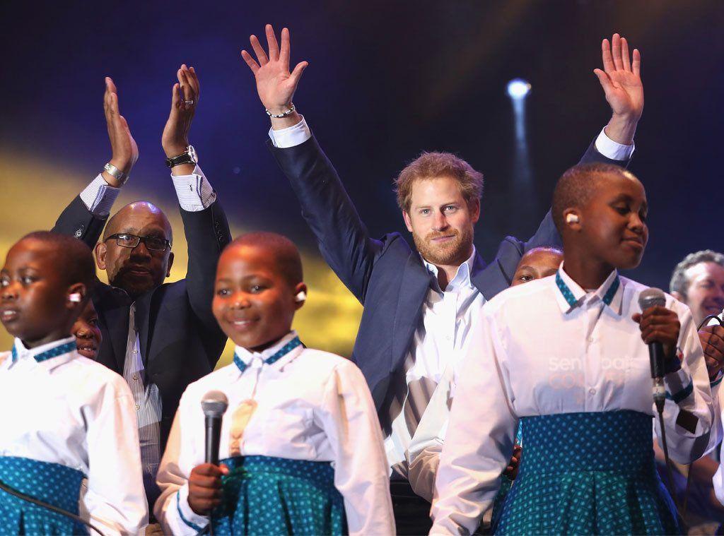 El Príncipe Harry junto a los niños de Lesotho. Foto: Chris Jackson/Getty Images