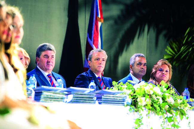Chris Campbell, Embajador Britanico; Antón Tejeda, Presidente SGS; y Joel Santos, Orador invitado.