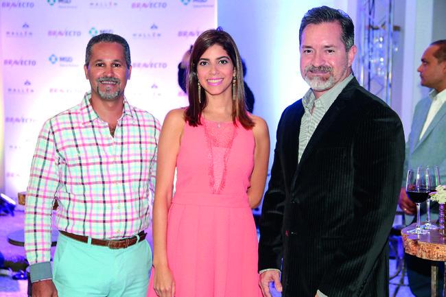 César Torres, María Logroño y Ariel Crespo.