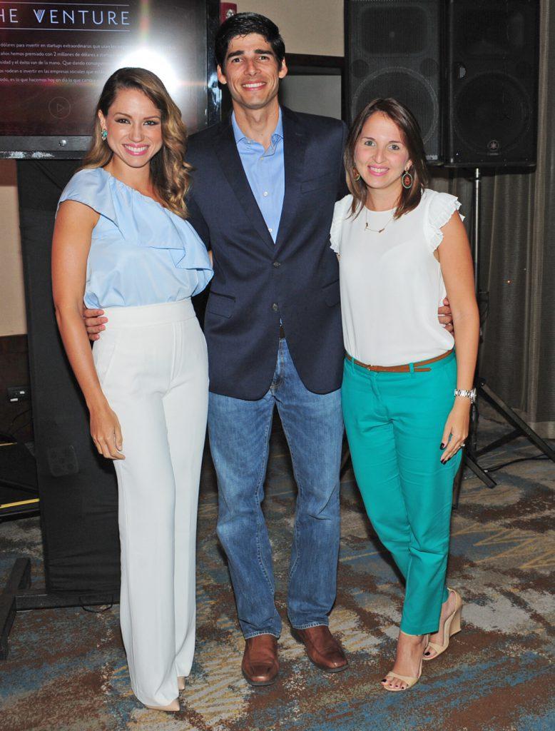 Lorenna Pierre, Raul Aguayo y Karina de Aguayo.