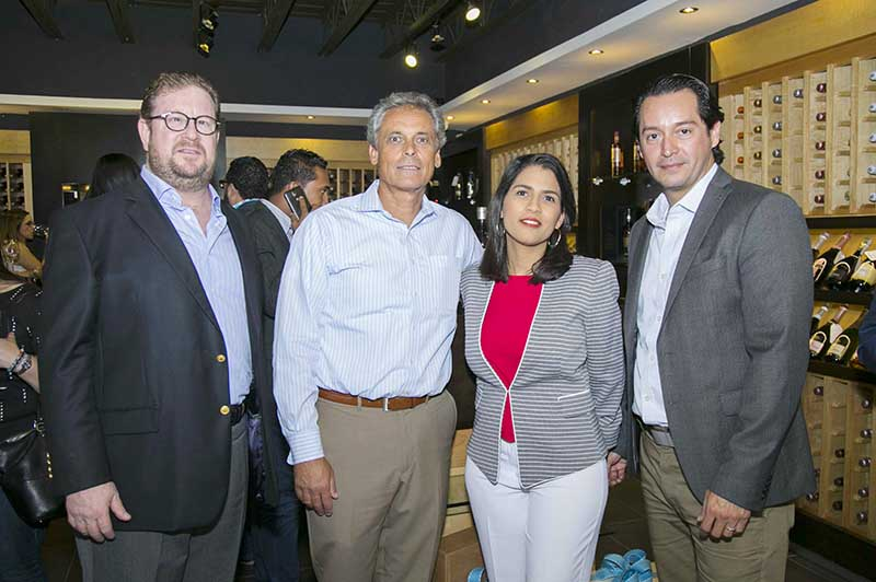 Oscar Espinosa, Jeannette Ortiz, Jhon Plahs y Andrew Brand