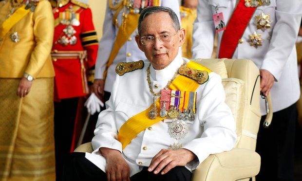 Tailandia se viste de tristeza: su rey ha muerto