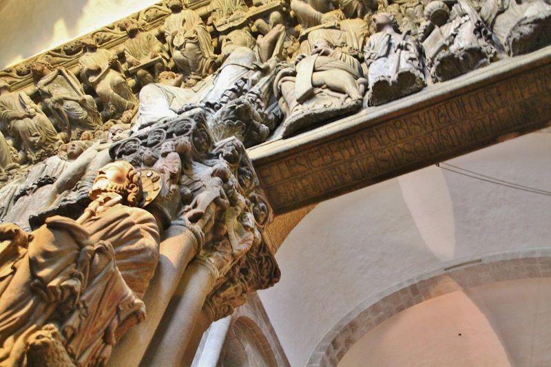 Reparación del «Pórtico de la Gloria» devela siglos de historia