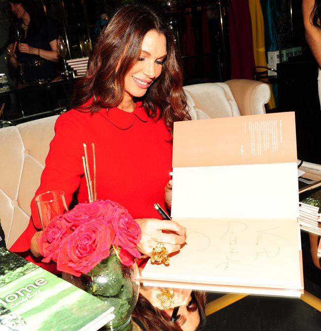 Candy Lara firma su libro: «Home»