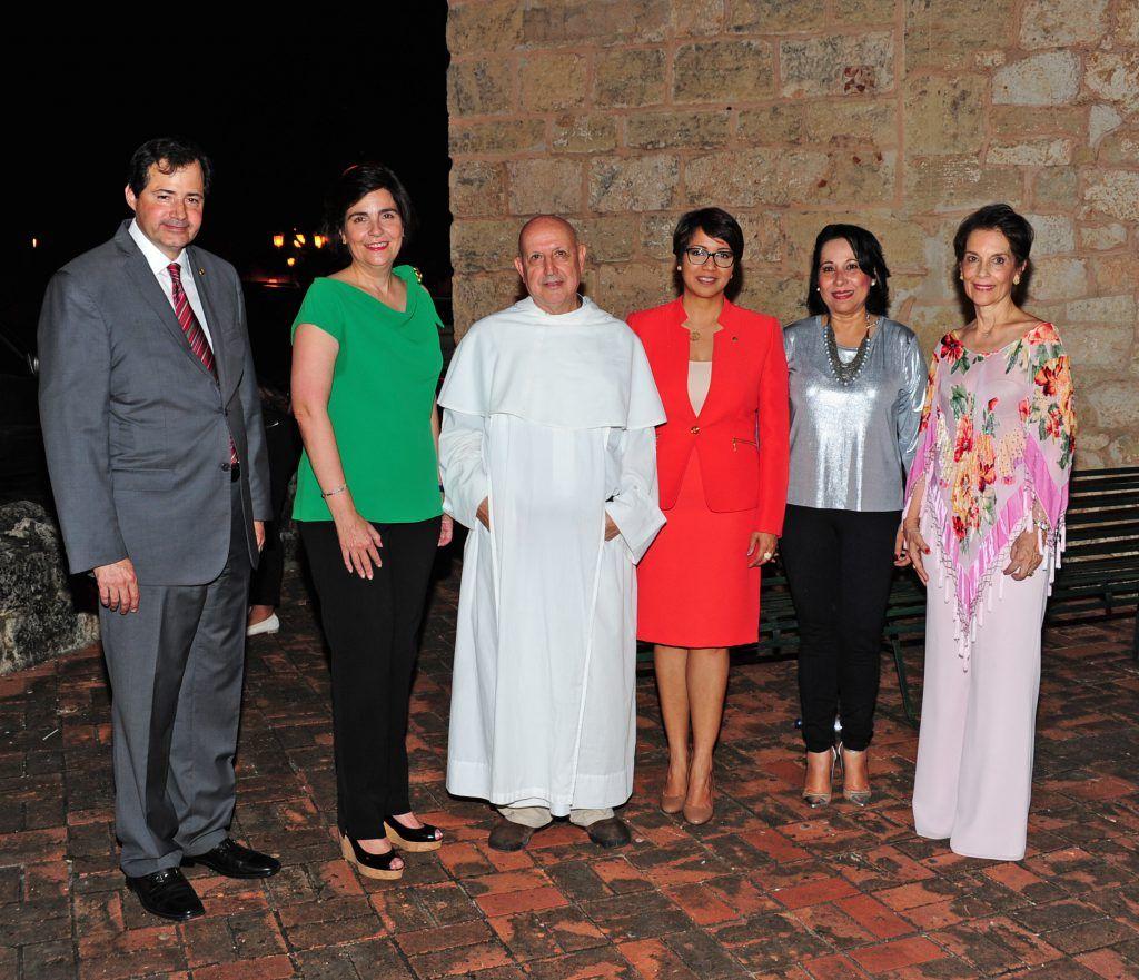 STEVEN PUIG, MARÍA AMALIA LEÓN, JOSÉ HERNANDO, JOSEFINA NAVARRO, MARÍA TERESA RUIZ DE CATRAIN Y LUCÍA AMELIA CABRAL.