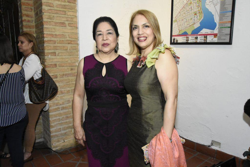 Ana Yee Viuda de Cury y Vikcy Jáquez.