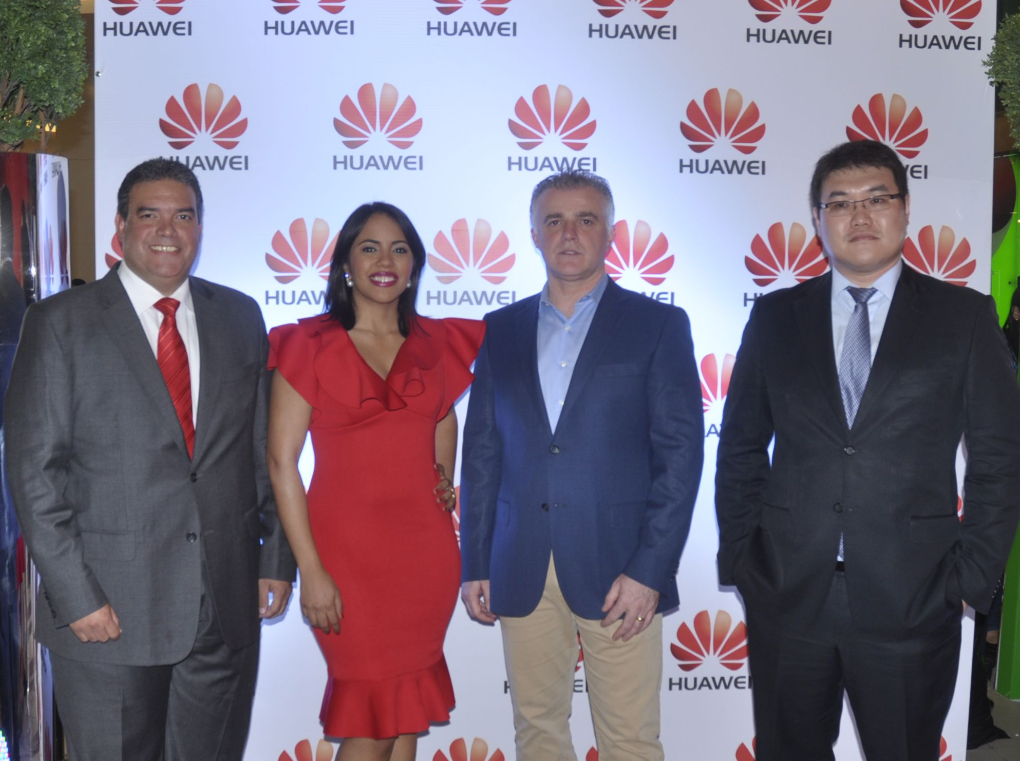 Huawei inaugura centro de servicio