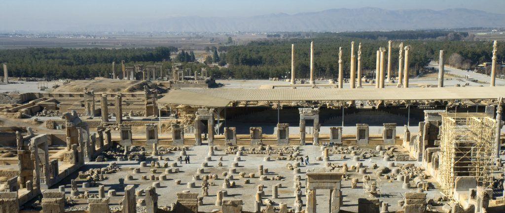 Fotografía facilitada por la Organización de Patrimonio Cultural, Artesanía y Turismo de Irán, de las ruinas de Persépolis, la que fue la capital de los Acamenidos, que es otro de los Patrimonios de la Humanidad imprescindibles para visitar en un viaje a Irán.