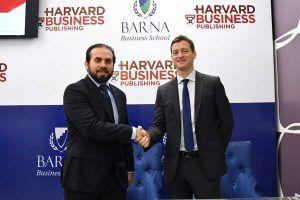 Ryan Larrauri y Luciano Durini durante la firma del-convenio