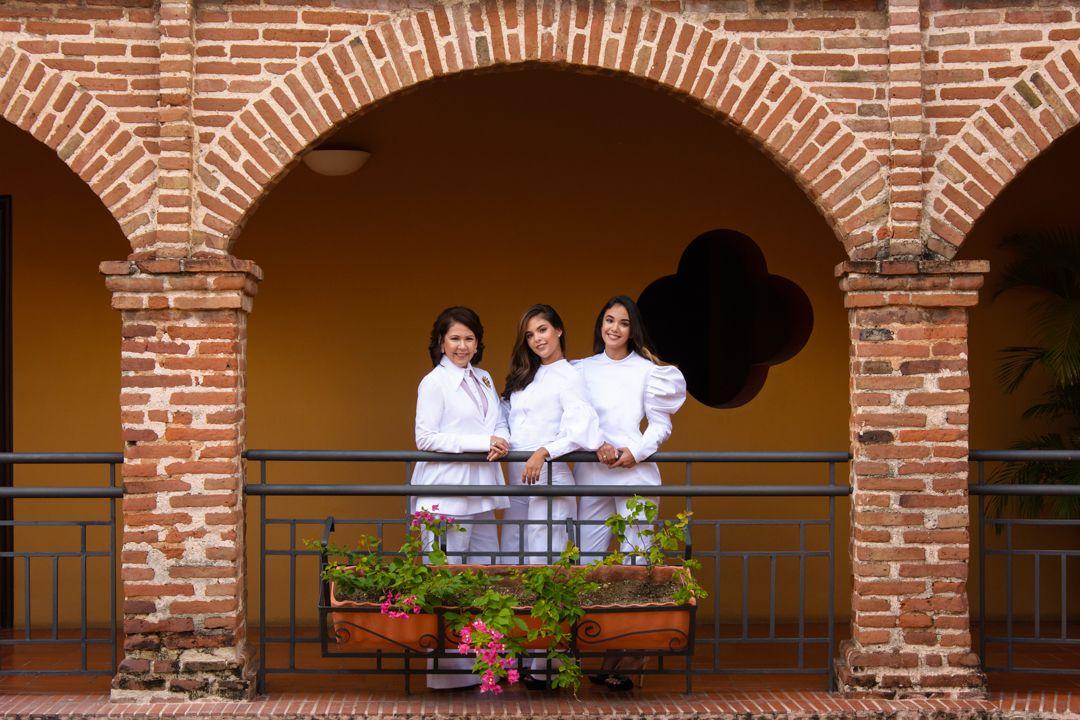 Ani Luciano de Cordero, Anabella y Jimena Cordero