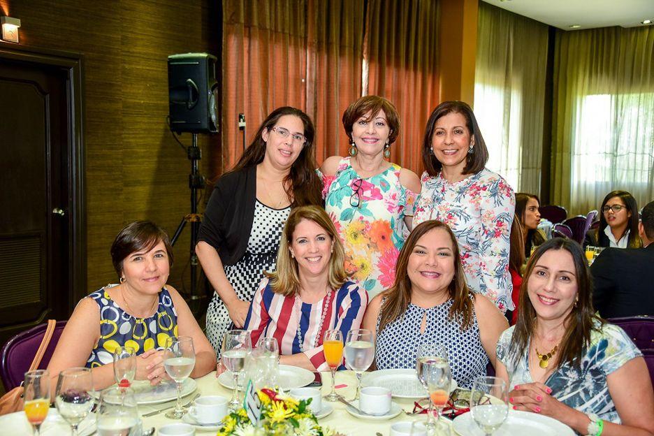 Fundación realiza desayuno benéfico