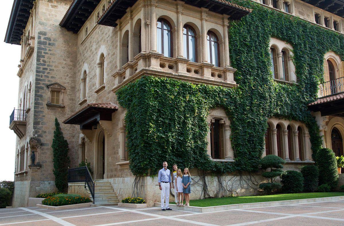 Palacio de Marivent, Mar y Viento: Un palacio para la  realeza y su pueblo