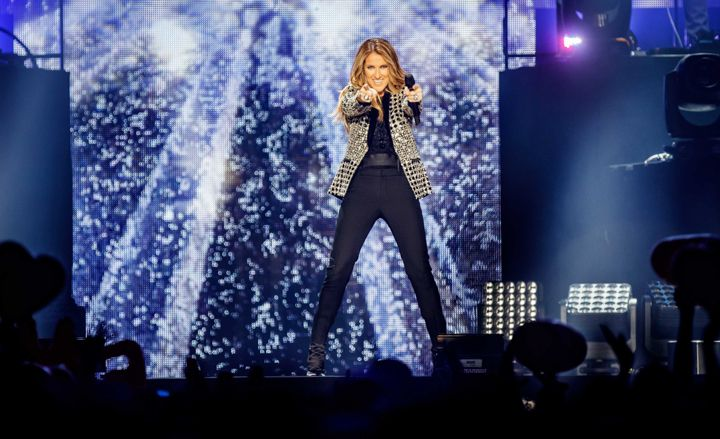 """Céline Dion:  """"Aquí tienes tu micrófono. Ahora canta como si estuvieras frente a una audiencia total. en ese momento se volvió mi primer fan""""."""