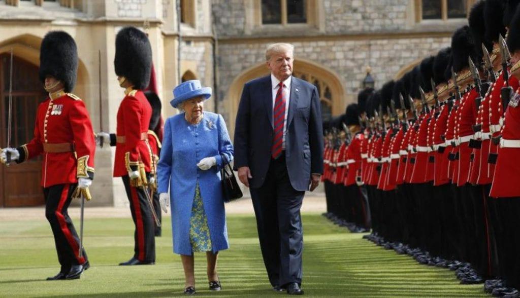 Isabel II y Donald Trump